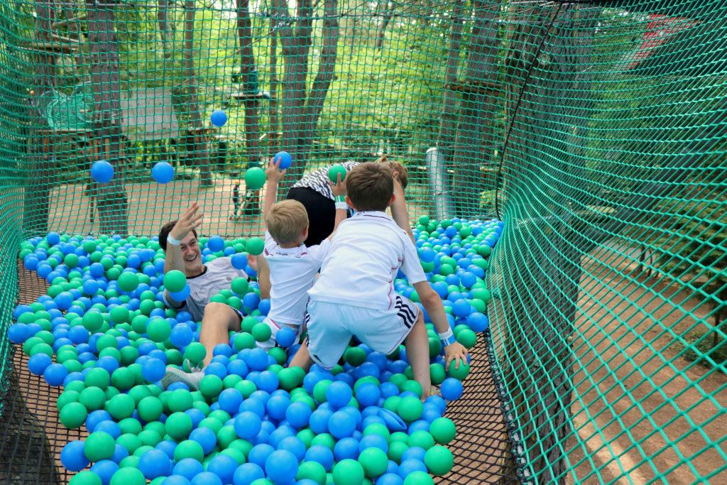 famille piscine boules